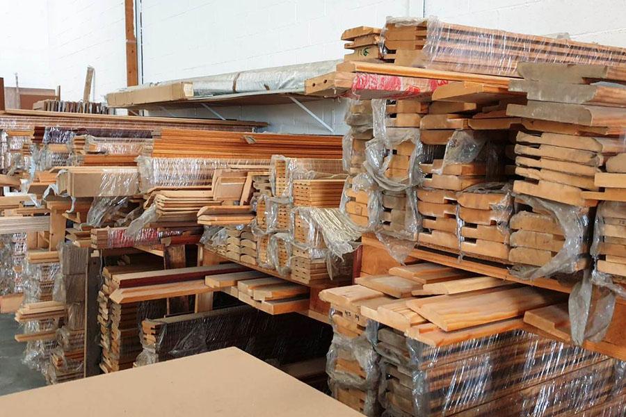 tablones de madera almacenados