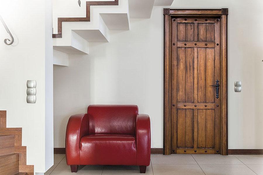 puerta rústica para entrada en granada