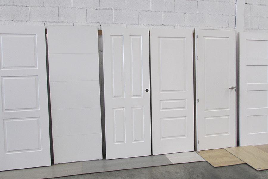 exposición de puertas blanca lacadas de diseño